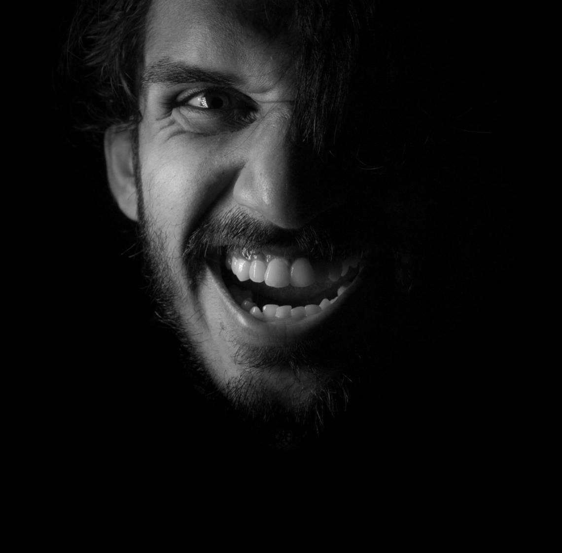 a man baring his teeth